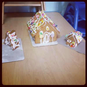chicas gingerbread house